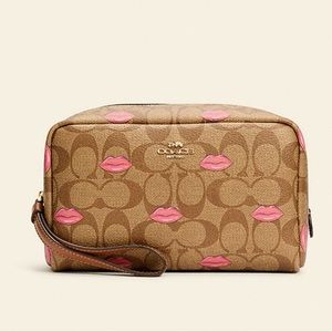Boxy Cosmetic Pink Lips Case Wristlet